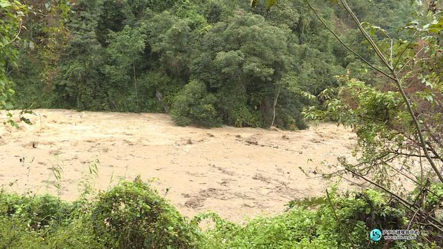 泸水市老窝镇松毛河发生泥石流灾害 无人员伤亡