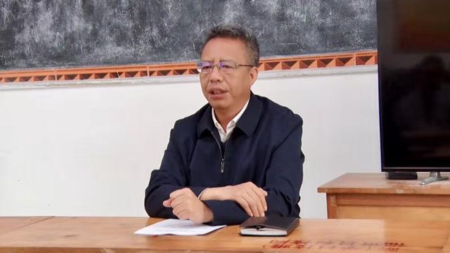 李文輝到福貢縣臘竹底村宣講黨的十九屆五中全會精神
