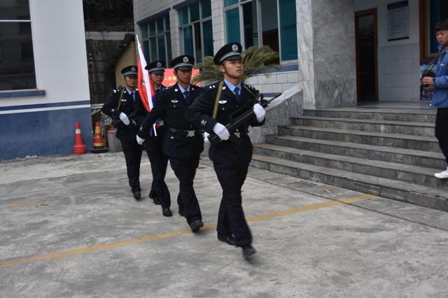 贡山县隆重举行升警旗仪式 庆祝首个中国人民警察节