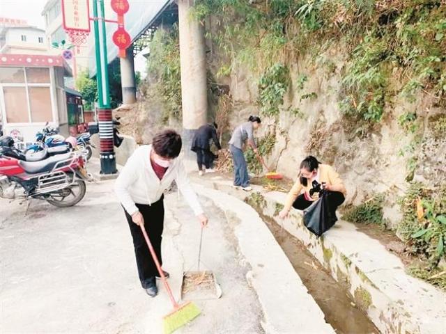 福贡县深入开展爱国卫生运动营造洁净生活环境