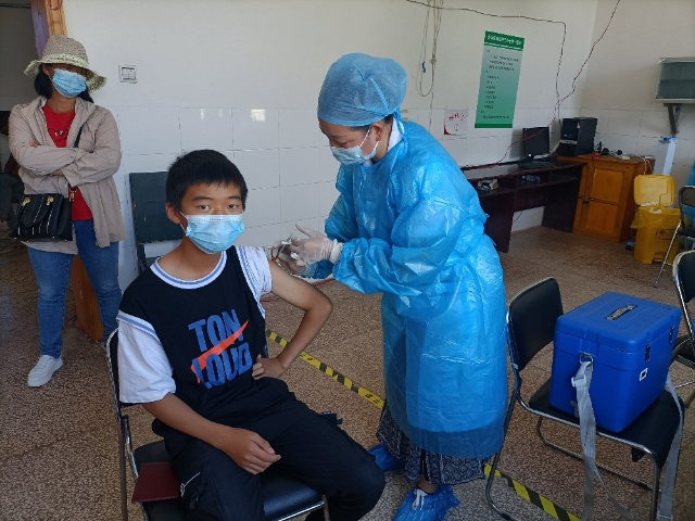 营盘镇启动15至17岁人群新冠病毒疫苗接种工作2.jpg