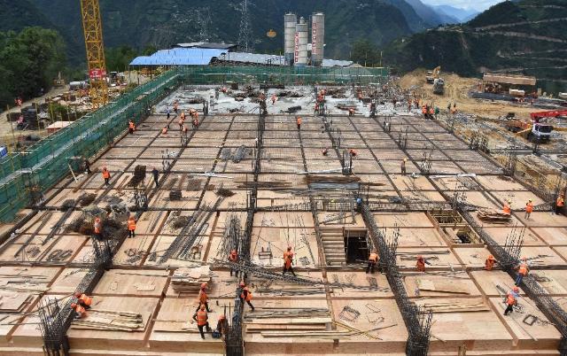 t皇冠山景区:施工现场建设忙