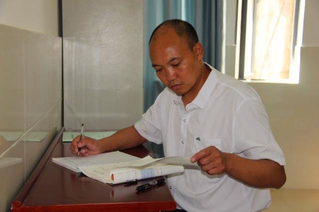 做学生成长路上的引路人 ——记泸水市怒江新时代中学优秀教师刘自云